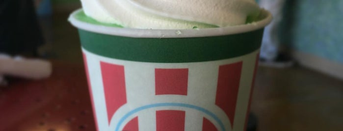 Rita's Italian Ice & Frozen Custard is one of Michelle 님이 좋아한 장소.