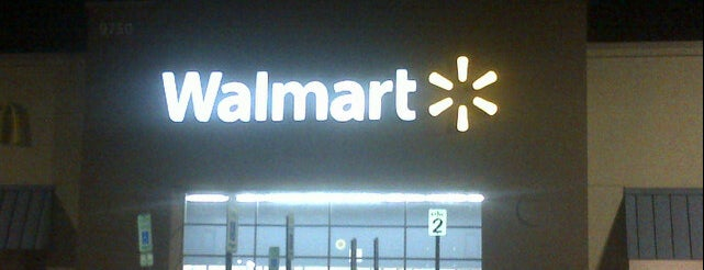 Walmart is one of Locais curtidos por Christopher.