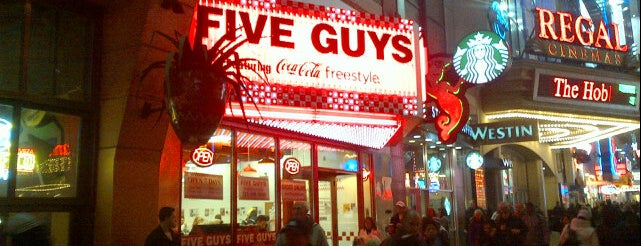 Five Guys is one of Бургеры в Нью-Йорке.