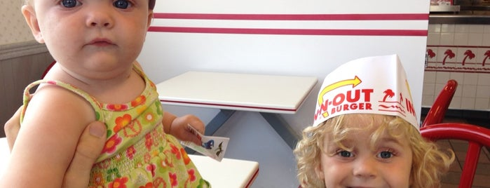 In-N-Out Burger is one of สถานที่ที่ Bryan ถูกใจ.