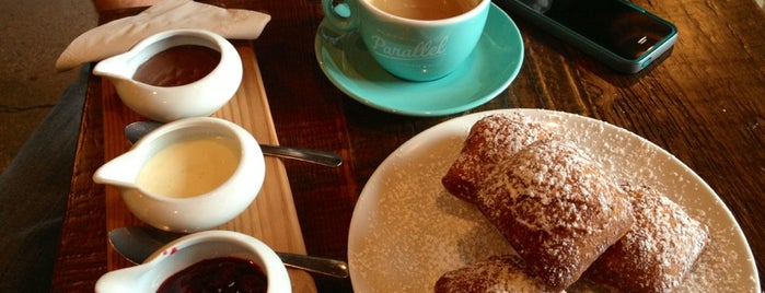 49th Parallel & Lucky's Doughnuts is one of Favourites.