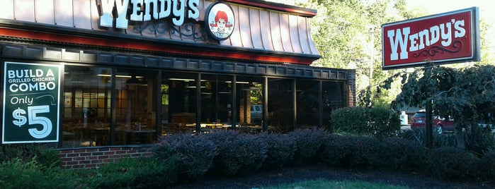 Wendy's is one of Lugares favoritos de Mary.