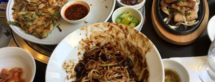 Seorabeol Korean Restaurant is one of Orte, die Nelson gefallen.
