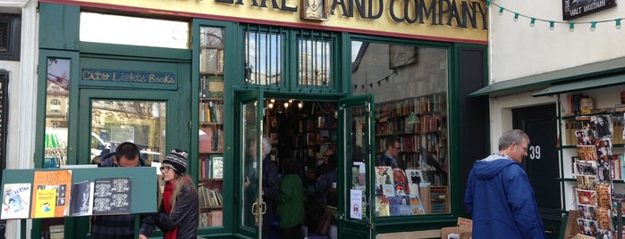 Shakespeare & Company is one of Guia Paris.