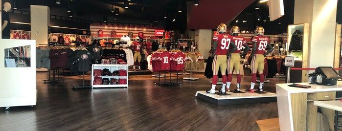 49ers Team Store is one of Lugares favoritos de Karim.