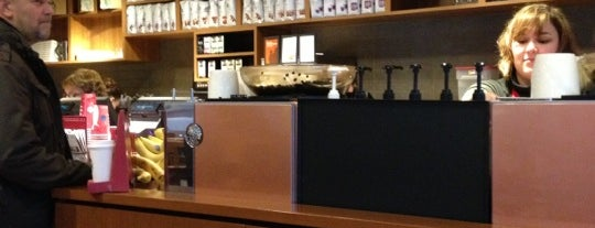 Starbucks is one of Mattさんのお気に入りスポット.
