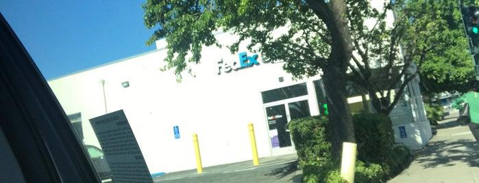 FedEx Office Print & Ship Center is one of Rob : понравившиеся места.