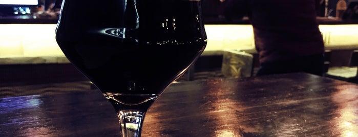 Black Door Pub is one of Locais curtidos por Volodymyr.