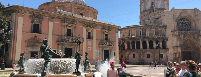 Plaza de la Virgen is one of Orte, die Richard gefallen.