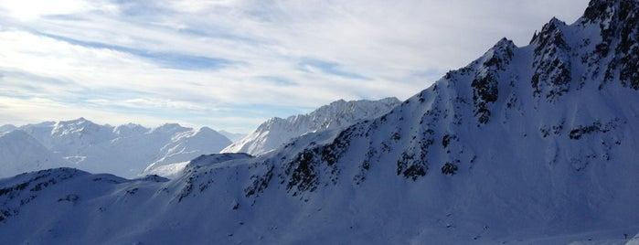 Calmut (2350 m) is one of SkiArena Andermatt Sedrun.