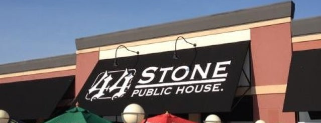 44 Stone Public House is one of Lugares favoritos de Ashlee.