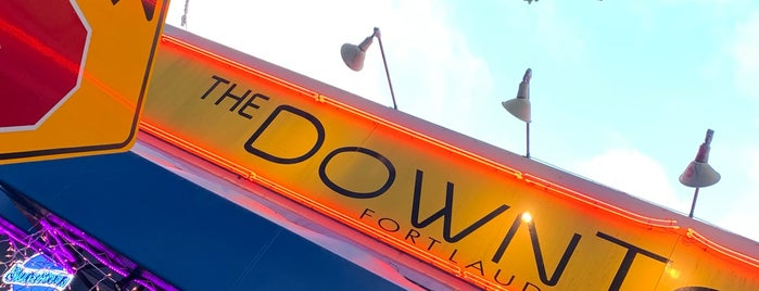 The Downtowner/ The Maxwell Room is one of Locais curtidos por Jennifer.