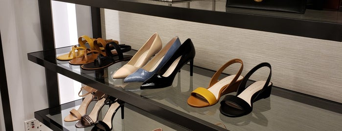 Charles & Keith is one of สถานที่ที่ Arie ถูกใจ.