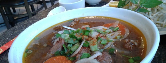 Phở Nguyễn Hoàng is one of Locais curtidos por Boris.