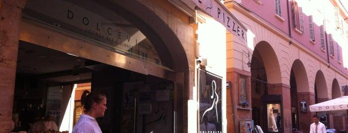 Dolcevita Restaurant is one of Gespeicherte Orte von James.