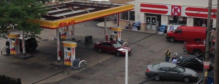 Shell is one of สถานที่ที่ Xinnie ถูกใจ.