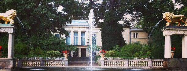 Schloss Glienicke is one of Grün und Blau Berlin.