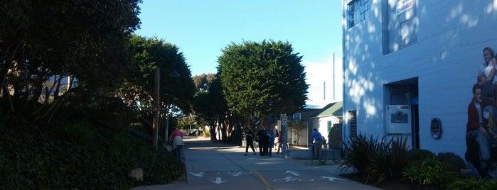 Cannery Row Bike Path is one of Chloe'nin Kaydettiği Mekanlar.