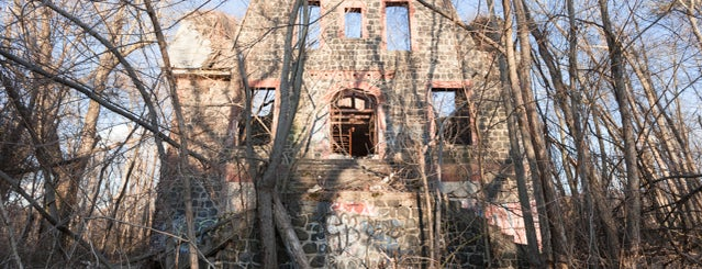 Sea View Hospital Rehabilitation Center & Home is one of Abandoned NYC.