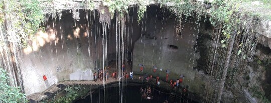 Ik-Kil (Sacred Blue Cenote) is one of Lieux sauvegardés par Andrea.