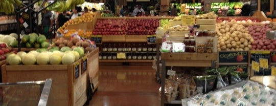 Whole Foods Market is one of Lugares favoritos de Hadrian.