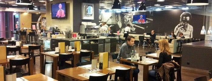 Montreux Jazz café is one of Alexander'in Beğendiği Mekanlar.