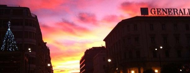 Piazza Salotto is one of สถานที่ที่ Cri ถูกใจ.
