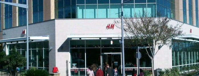 H&M is one of Lugares favoritos de kathi.