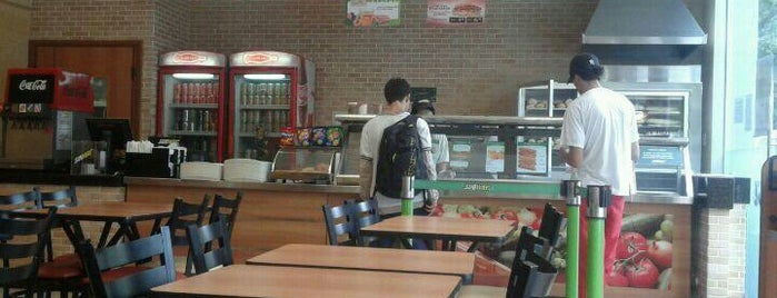 Subway is one of Orte, die Samuel gefallen.