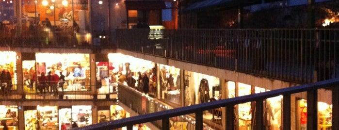 Insadong Arts & Crafts Market is one of Seul.