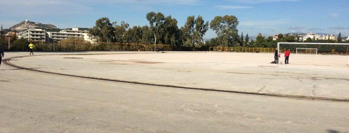 UoA Track & Field Stadium is one of Locais curtidos por Kyriaki.