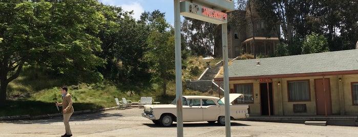 Norman Bates' Trunk is one of Lugares favoritos de Ryan.
