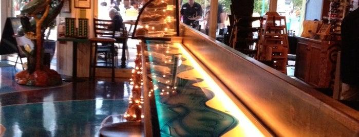 Mulligan's Beach House Bar & Grill is one of Albert 님이 저장한 장소.