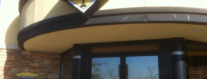 California Pizza Kitchen at Fountains at Roseville is one of Lugares favoritos de Alec.