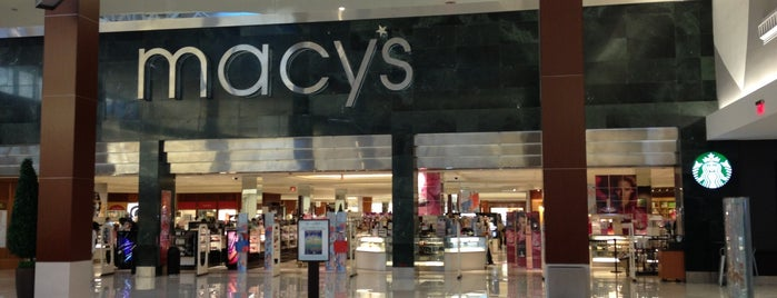 Macy's is one of Lieux sauvegardés par Laura.