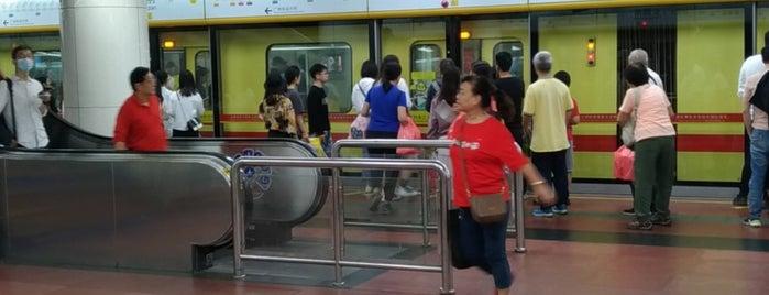 Gongyuanqian Metro Station is one of Posti che sono piaciuti a Shank.