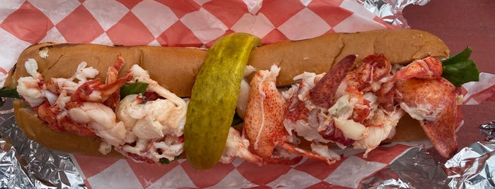 Charlotte's Legendary Lobster Pound is one of James : понравившиеся места.