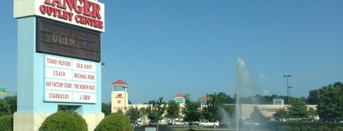 Tanger Outlets Myrtle Beach Hwy 17 is one of Noel 님이 좋아한 장소.