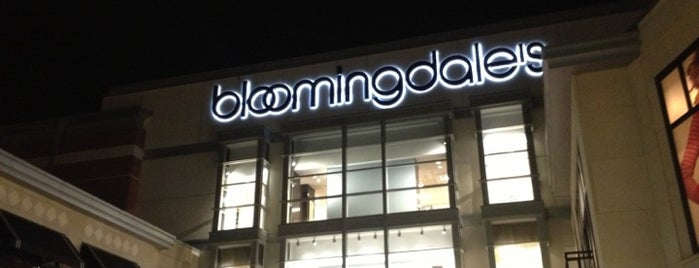 Bloomingdale's is one of Lugares favoritos de Jingyuan.