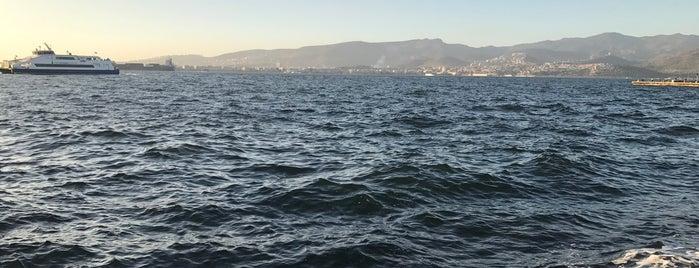 İzmir is one of Tempat yang Disukai Olga.