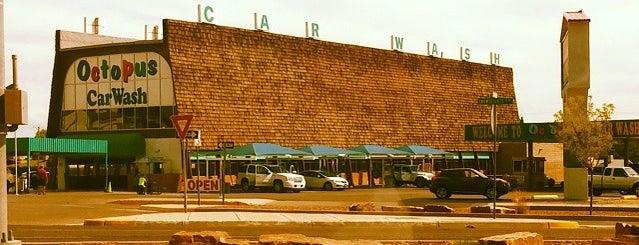 Uptown Albuquerque is one of สถานที่ที่ Estevan ถูกใจ.