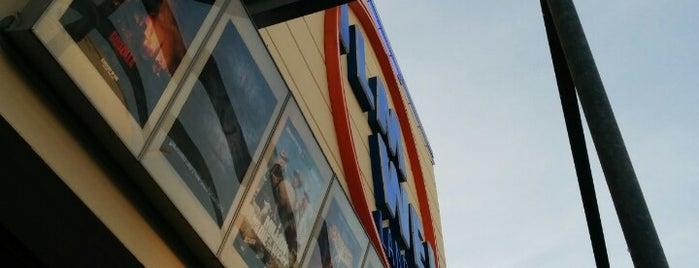 Filmwelt Landau is one of Tempat yang Disukai Merve.