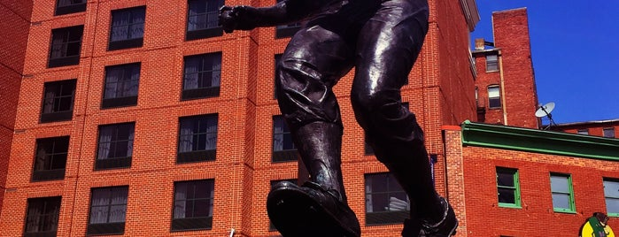 Brooks Robinson sculpture by Toby Mendez is one of Baltimore, MD.