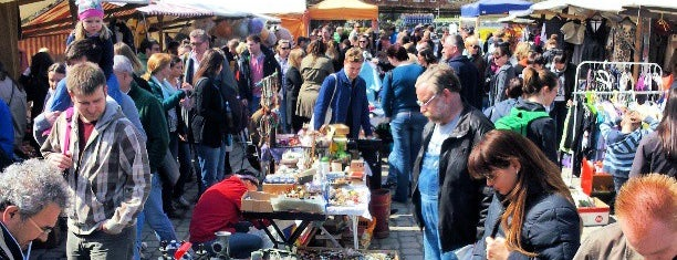 Flohmarkt am Mauerpark is one of Berlin to-do list.