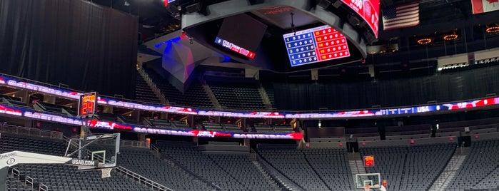 T-Mobile Arena is one of สถานที่ที่ Ryan ถูกใจ.