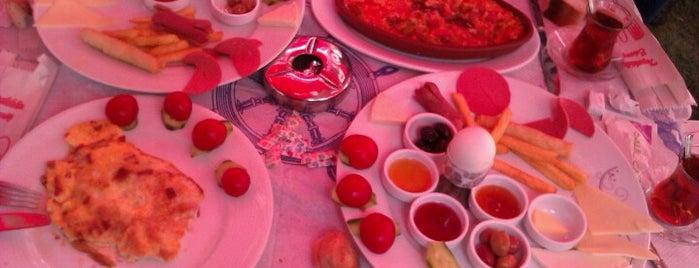 Sahil Cafe is one of Locais curtidos por BURAK.