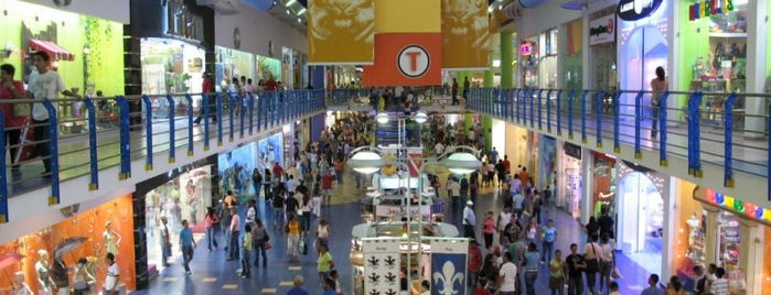 Albrook Mall is one of Tempat yang Disukai Julie.