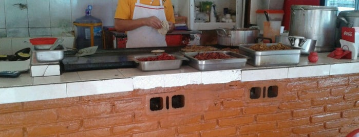 El Cubanito is one of สถานที่ที่ Eduardo ถูกใจ.