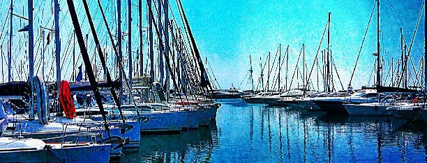 Alimos Marina is one of Locais curtidos por Michael.