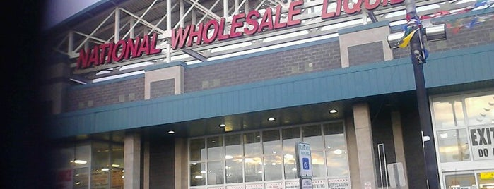 National Wholesale Liquidators is one of Lindsaye'nin Beğendiği Mekanlar.